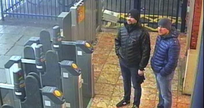 Snímek z londýnského metra s Alexandrem Petrovem a Ruslanem Boširovem