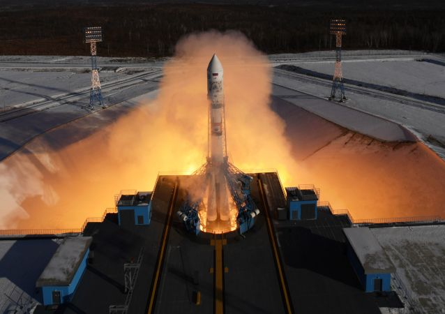 Start nosné rakety Sojuz 2.1a na kosmodromu Vostočnyj