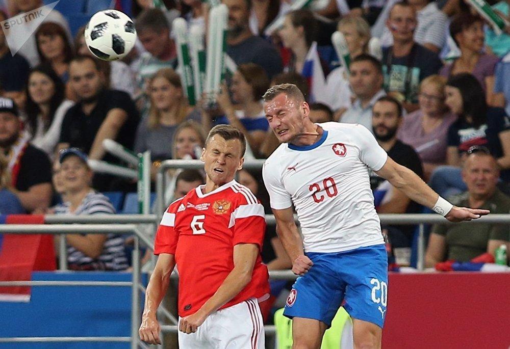 Denis Čeryšev a Vladimír Coufal při zápase mezi Ruskem a Českem v Rostově na Donu