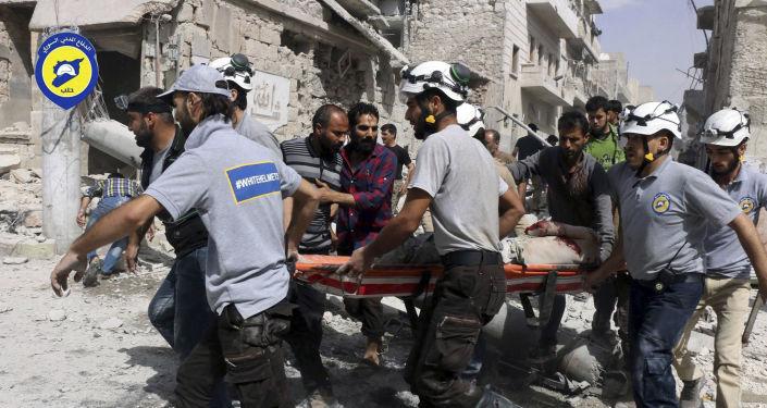 Aktivisté Bílých přileb v Sýrii v Aleppu