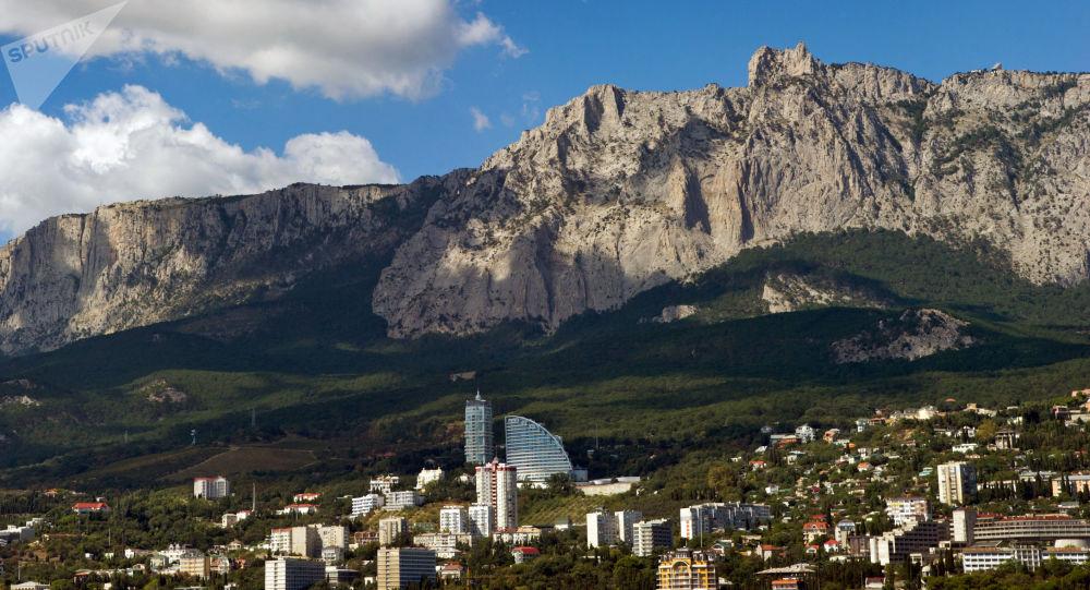 Pohled na horu Aj-Petri na Krymu