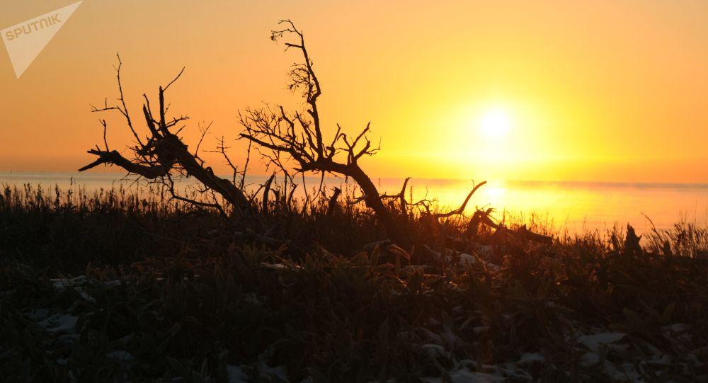 Západ slunce na ostrově Kunašir