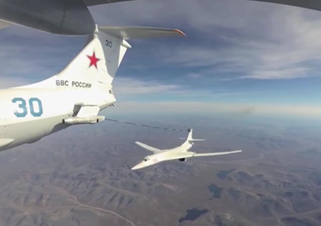 Ruské letouny Tu-160 vykonaly let přes Severní pól