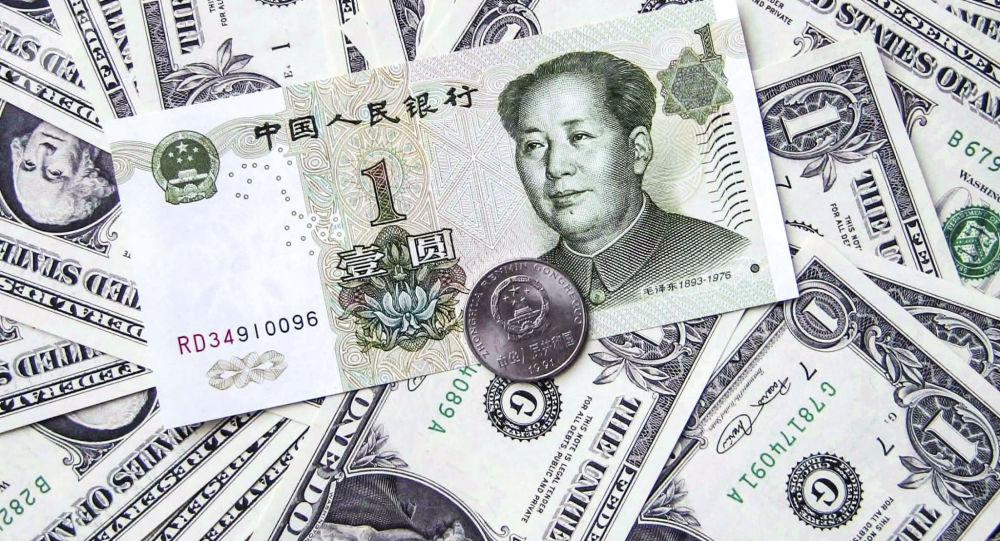 Čínský jüan uprostřed amerických dolarů