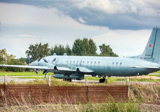 Vojenské letadlo Il-20. Archivní foto