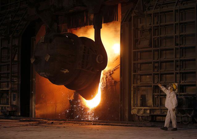 Ruský ministr průmyslu hovořil o reakci Západu na posílení průmyslu  RF a ČLR