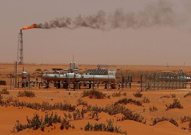 Ropná plošina národní ropné společnosti Saúdské Arábie Saudi Aramco