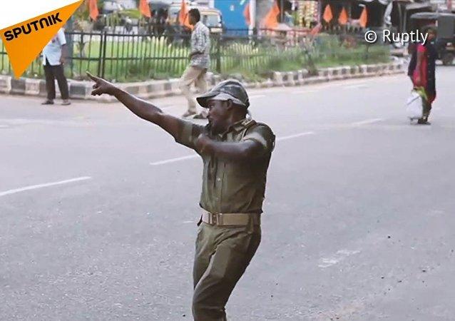 Dokáže tančení zachránit tisíce lidských životů? V Indii to prý funguje!