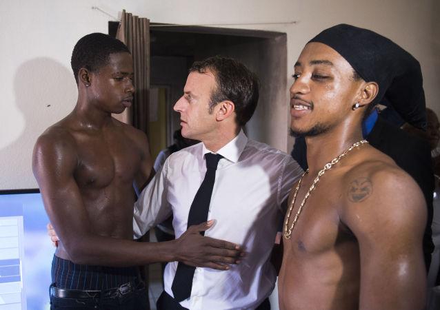 Francouzský prezident Emmanuel Macron na ostrově Svatý Martin