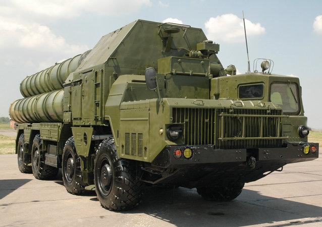 Protiletadlový raketový systém S-300
