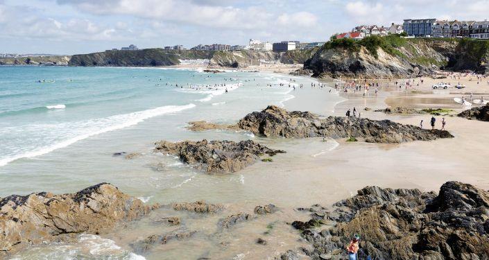 Pláž v Cornwallu. Ilustrační foto