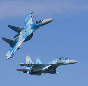 Stíhací letouny Su-27 ukrajinského letectva během cvičení Čisté nebe 2018
