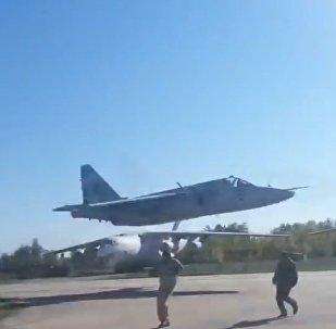 Ukrajinské Su-25 vykonaly let extrémně nízké výšce (VIDEO)