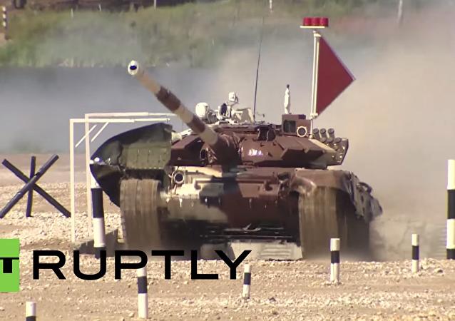Nejlepší momenty mistrovství světa v tankovém biatlonu v Rusku