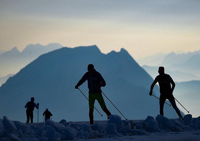 Ruští biatlonisté na soustředění na Dachsteinu v Rakousku