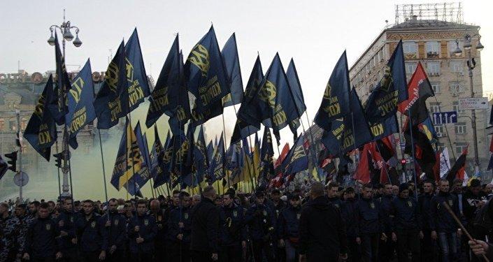 Čelo civilně uniformované skupiny patriotů s názvem Korpus