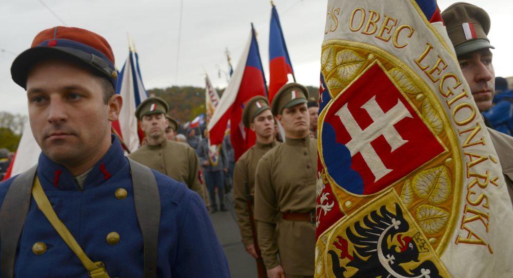 Členové českého sportovního a kulturního hnutí Sokol během přehlídky na počest výročí založení Československa