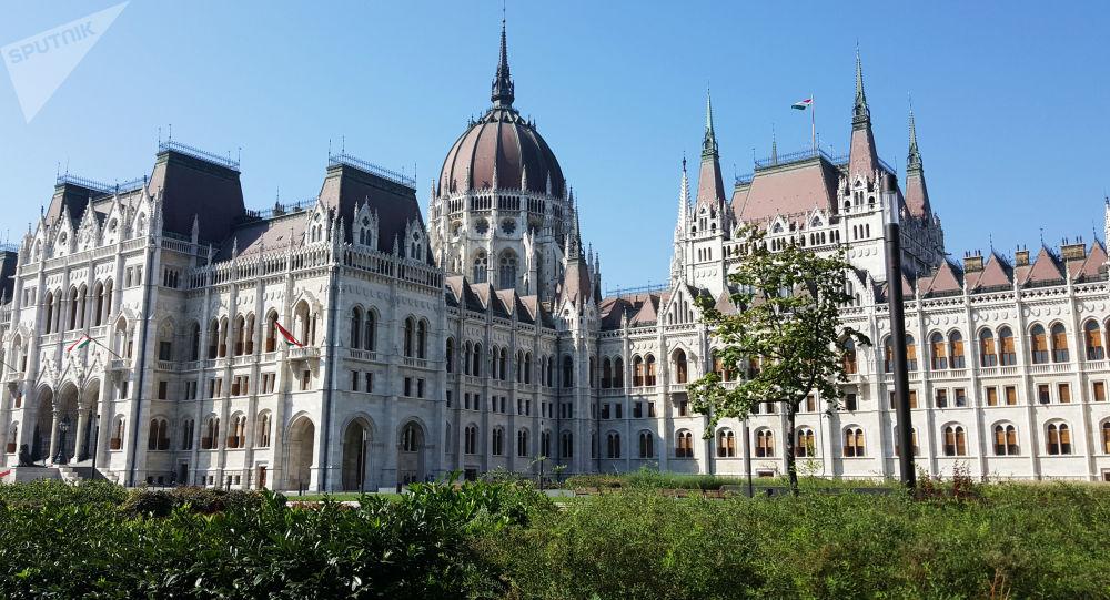 Budova maďarského parlamentu v Budapešti
