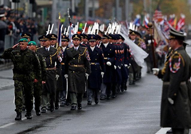 Vojenská přehlídka na počet 100 let od založení Československa