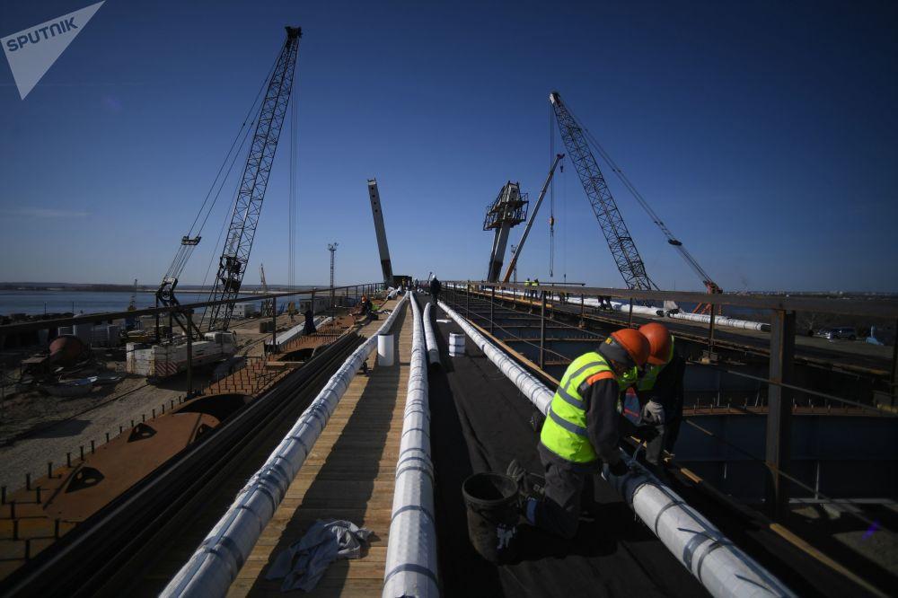 Pokračování stevebních prací na přeshraničním mostě.