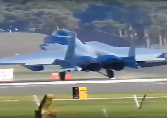 Tvrdé přistání F-15