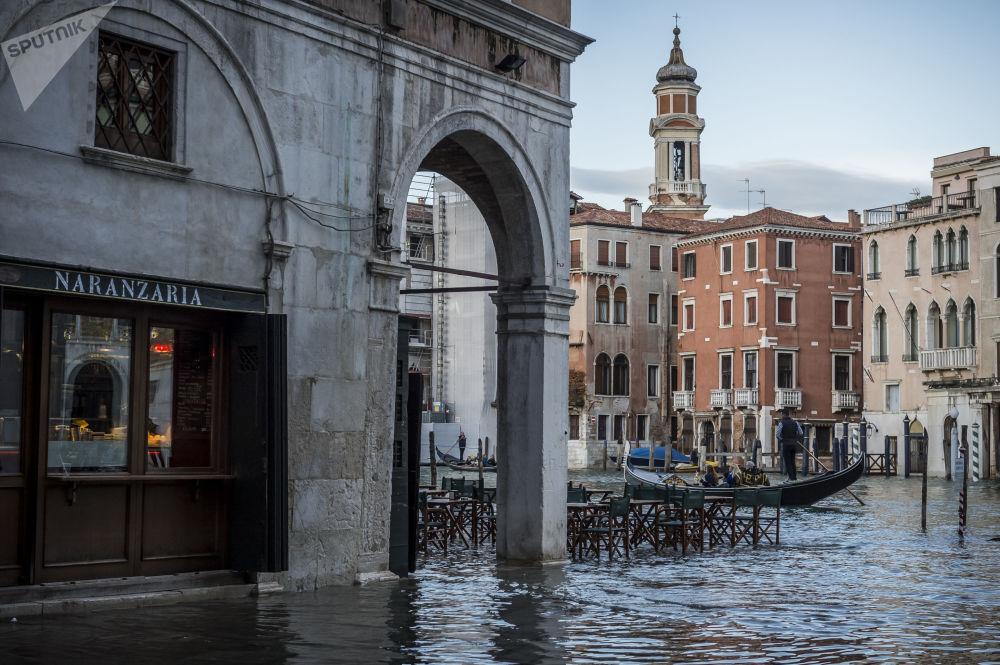 Zatopená ulice v severním klenotu Itálie