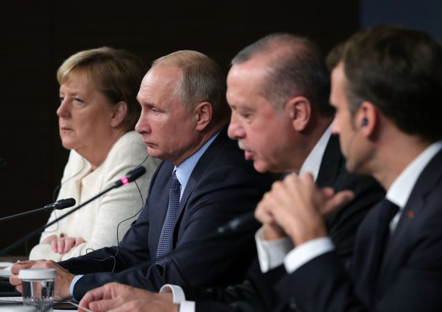 Německá kancléřka Angela Merkelová, ruský prezident Vladimir Putin, turecký prezident Recep Erdogan a francouzský prezident Emmanuel Macron.