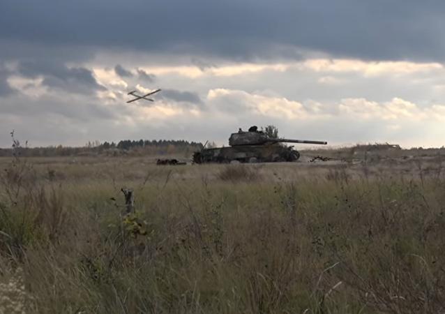 """""""Ztřeštěné ručičky"""": na webu se vysmáli zkouškám ukrajinského dronu kamikadze"""
