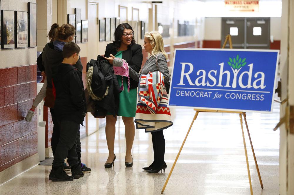 Kandidátka americké demokratické strany Rashida Tlaib před politickým shromážděním v Dearbornu v USA.