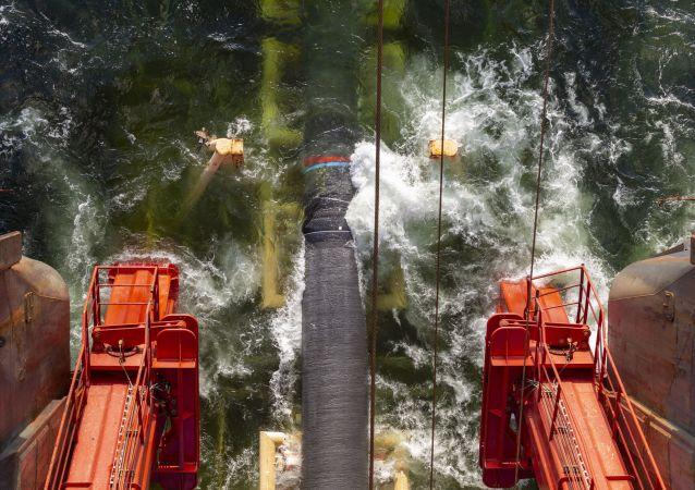 Pokládka plynovodu Severní proud 2 ve Finském zálivu