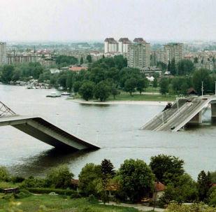 Most v Novém Sadu zničený v důsledku bombardování NATO