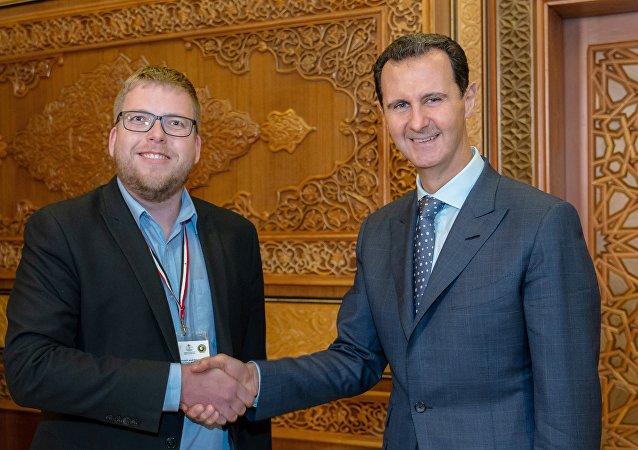 Předseda Českého mírového hnutí Milan Krajča se syrským prezidentem Bašárem Asadem