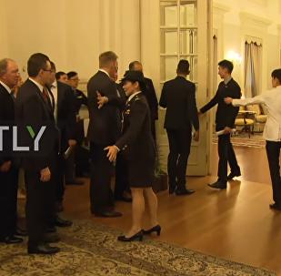 Před Putinovou delegací v Singapuru doslova zabouchli dveře