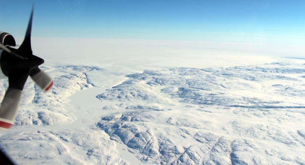 Kráter pod ledovcem Hiawatha