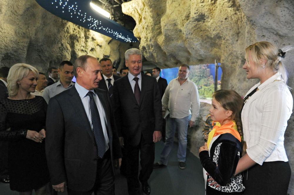Ruský prezident Vladimir Putin během otevření centra oceánografie a mořské biologie Moskvarium v Moskvě