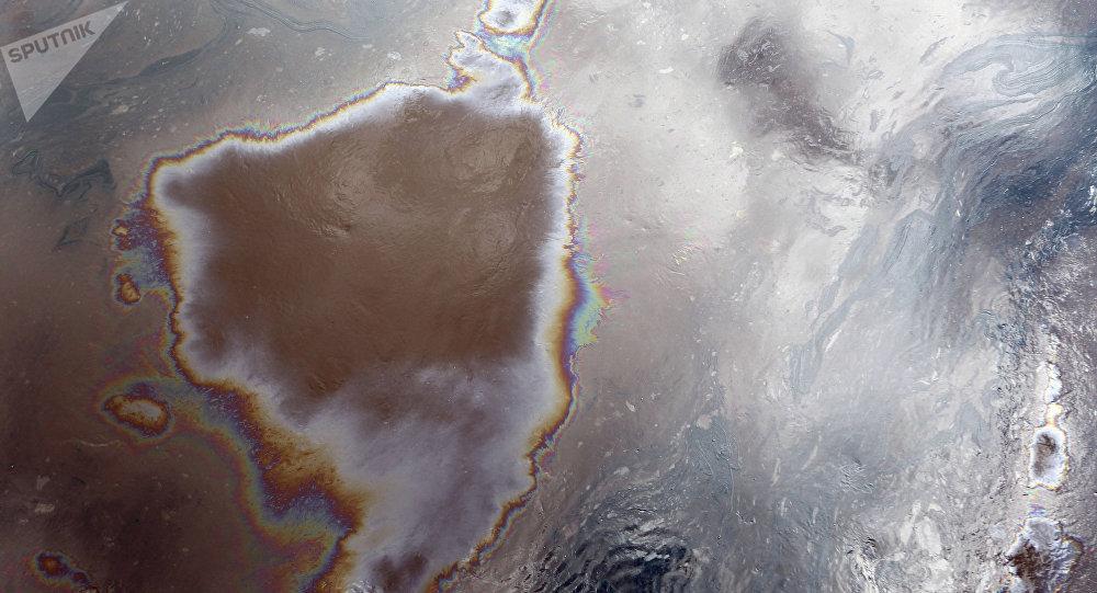 Únik ropy v Novgorodské oblasti. Ilustrační foto