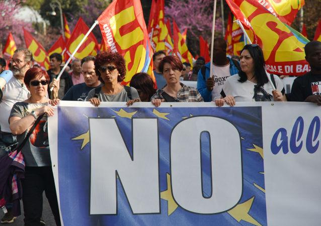 Účastníci demonstrace proti Evropské unii jsou v ulicích Říma