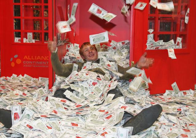 Papírky v podobě dolarů na výstavě Millionaire Fair