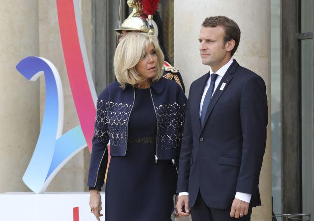 Francouzský prezident Emmanuel Macron a jeho manželka Brigitte