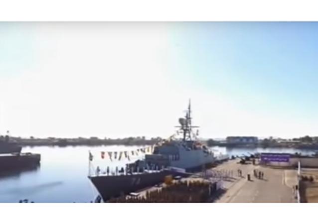 "Írán spustil na vodu nový ""neviditelný"" torpédoborec. Má chránit tankery (VIDEO)"