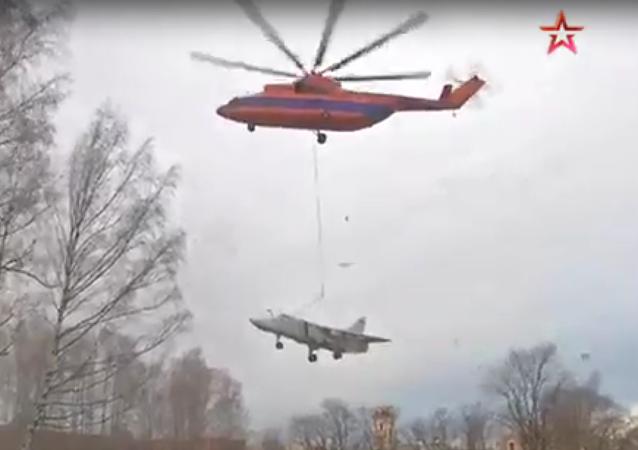 Operace týkající se přesunu letounu Su-24 za pomoci vrtulníku