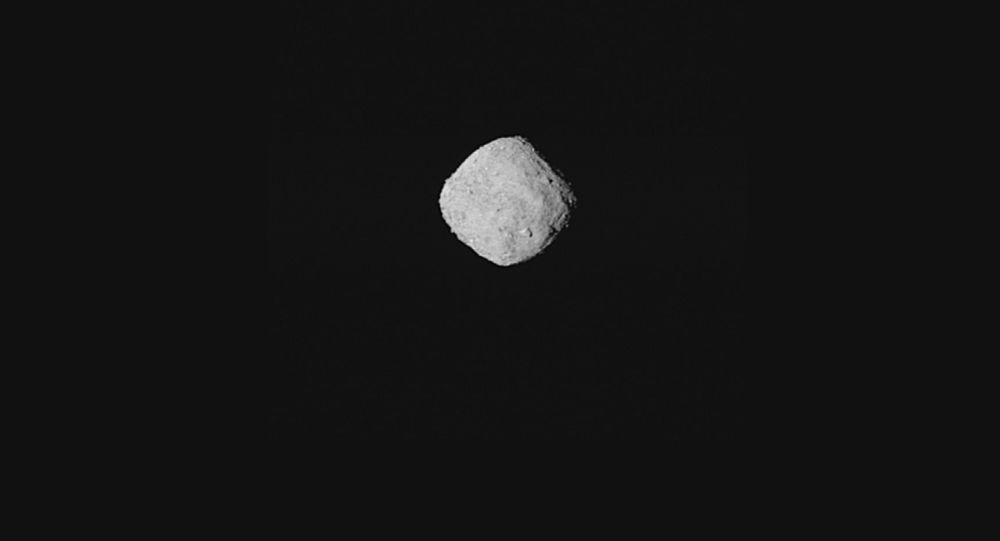 Fotografie asteroidu Bennu, kterou zveřejnila NASA