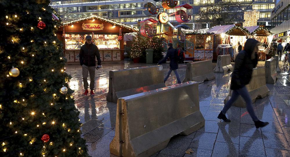 Zátarasy proti teroristům na vánočním trhu v Berlíně. Archivní foto