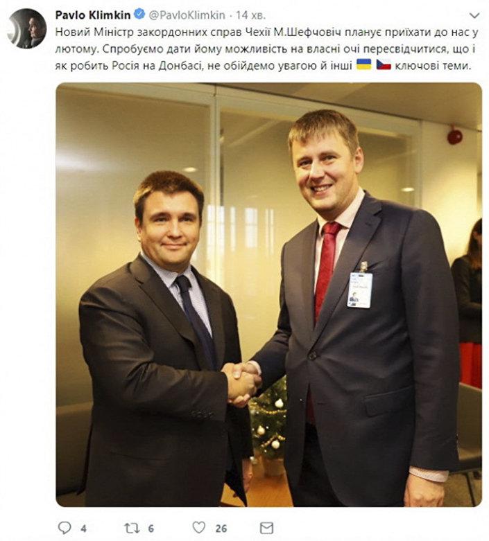 Chybný popis na fotografii Pavlo Klimkina a Tomáše Petříčka na Twitteru