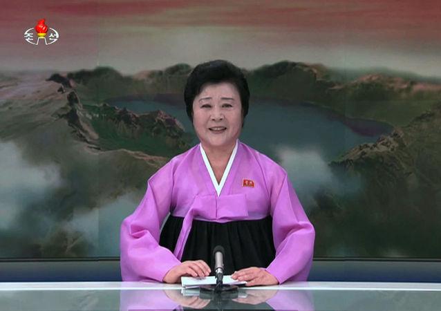Televizní moderátorka KLDR Ri Chun Hee