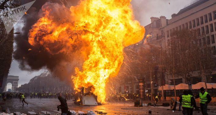 Protesty hnutí žluté vesty. Paříž. Francie