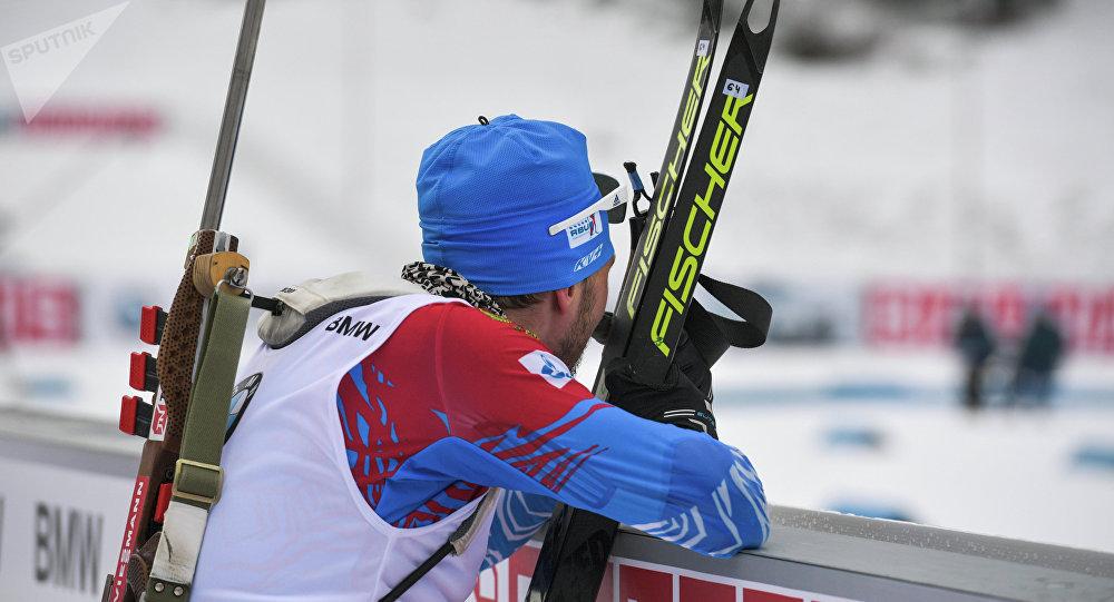 Ruský biatlonista Alexandr Loginov