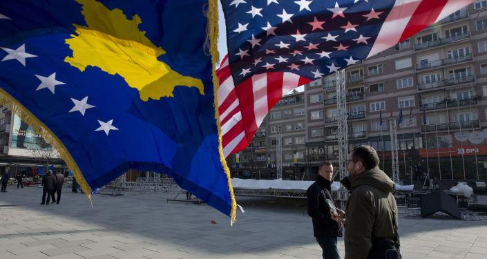 Vlajka USA a vlajka Kosova