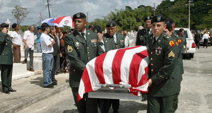 Pohřeb vojáka, který se narodil v Puerto Rico