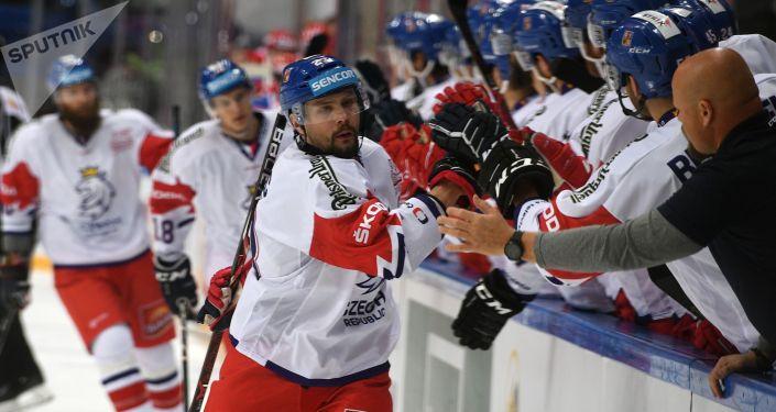 Český tým po gólu Dominika Kubalíka v zápse Rusko-Česko v Moskvě
